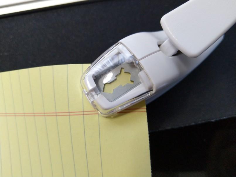 針がないからこそ便利!コクヨの「ハリナックス」が1つあると書類整理が捗る。